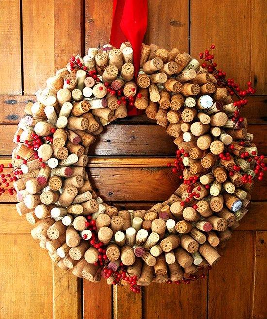 12-Unique-christmas-wreath-ideas-cork-wreath-cranberries-DIY-christmas-decoration