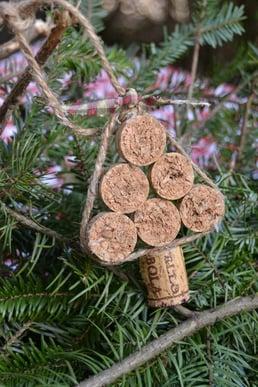 5-manualidades-corcho-adornos-navidenos-tapas-cuerda2